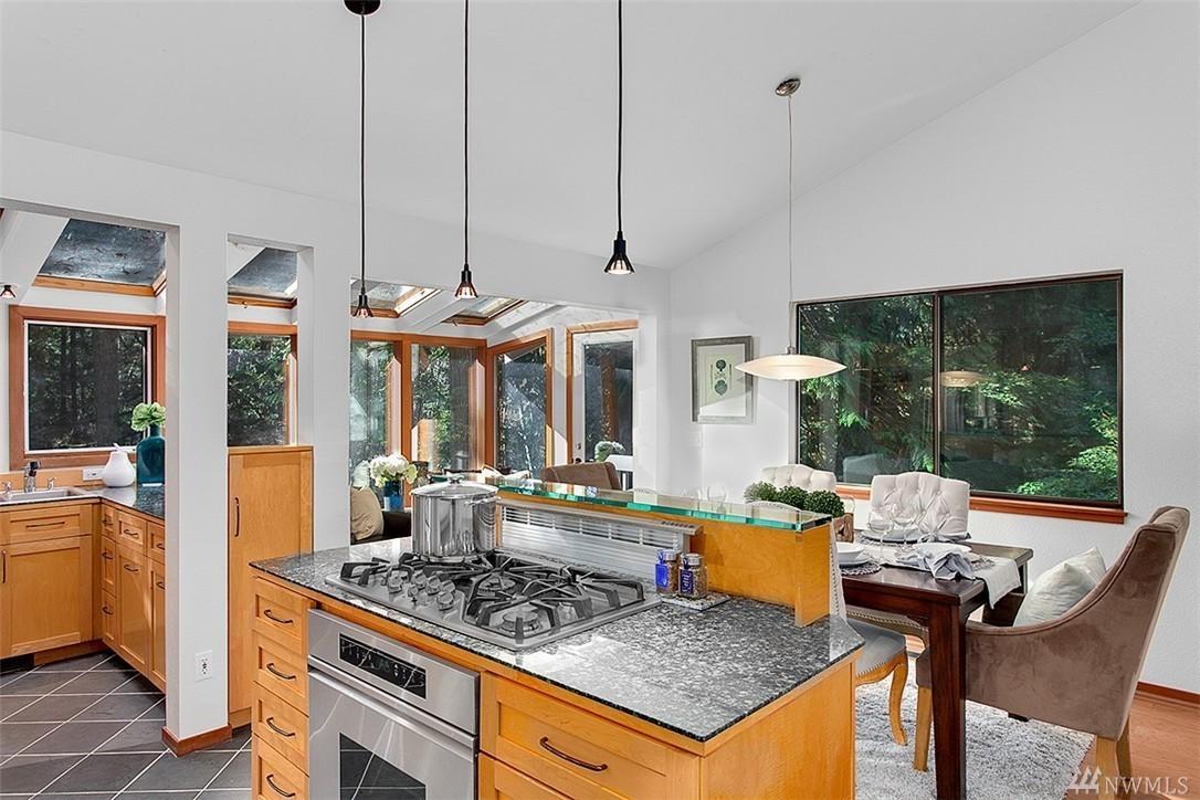 pine-lake-kitchen-dining