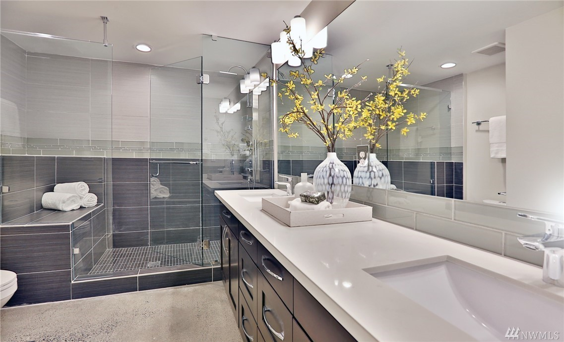 10205 Guest Bath